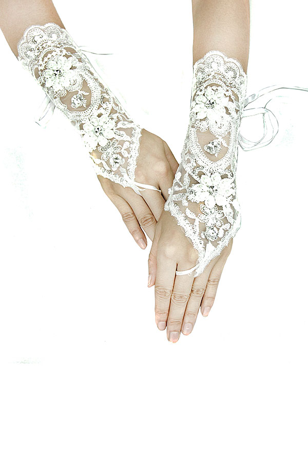 FLORAL AND GEM WEDDING LACE GLOVE