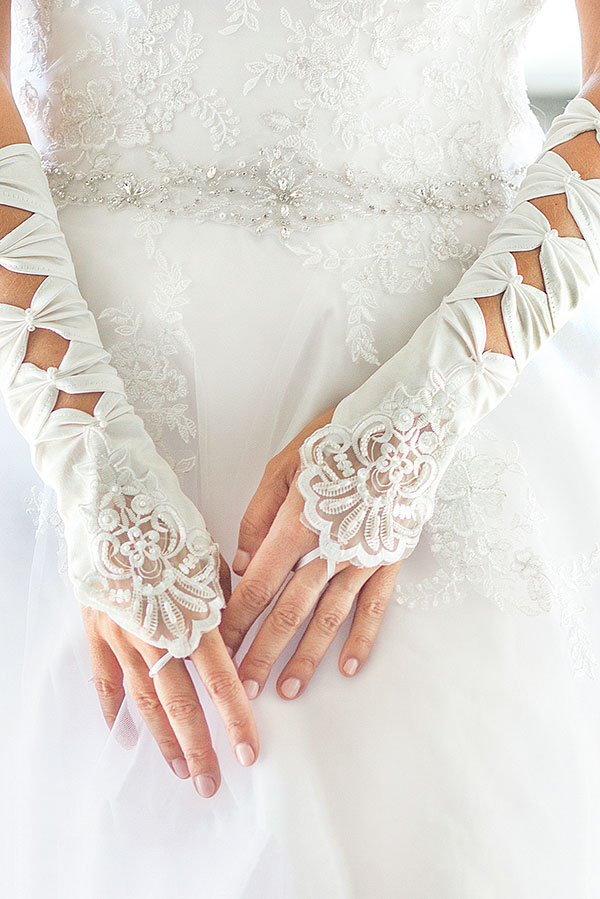 SATIN BRIDAL 4 BOW FINGERLESS GLOVES WITH LACE