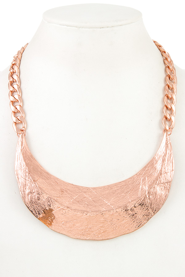SCRATCHED METAL BIB FLAT EDGE CHAIN NECKLACE