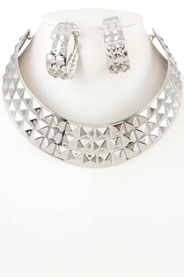 PYRAMID STUDDED METAL NECKLACE WITH BRACELET SET