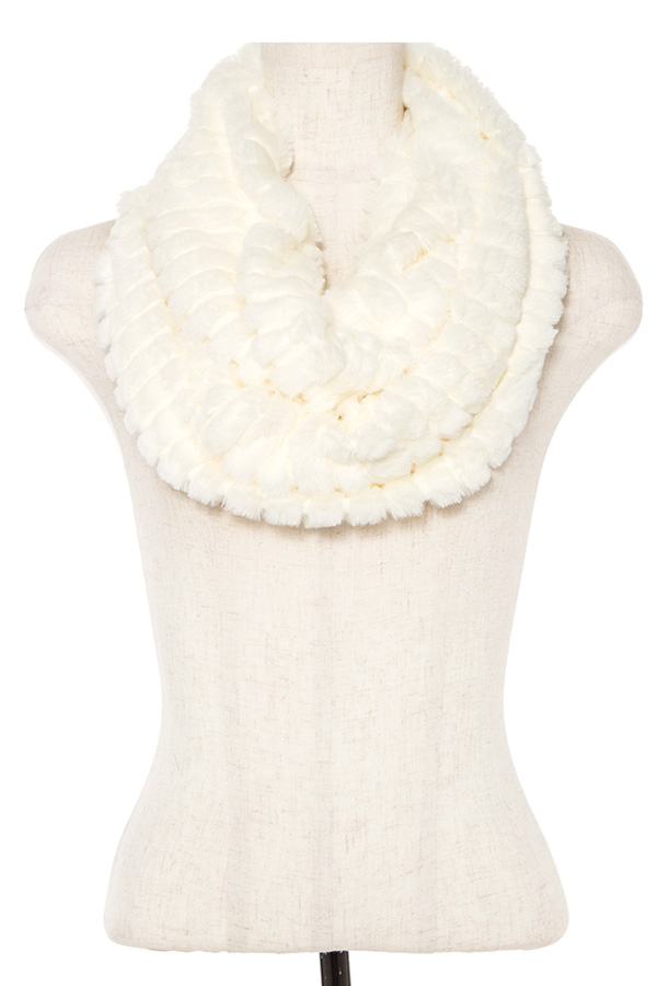 FAUX FUR BROAD LAYERED INFINIRT SCARF