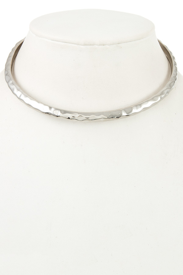 HAMMERED DETAILED CHOKER NECKLACE