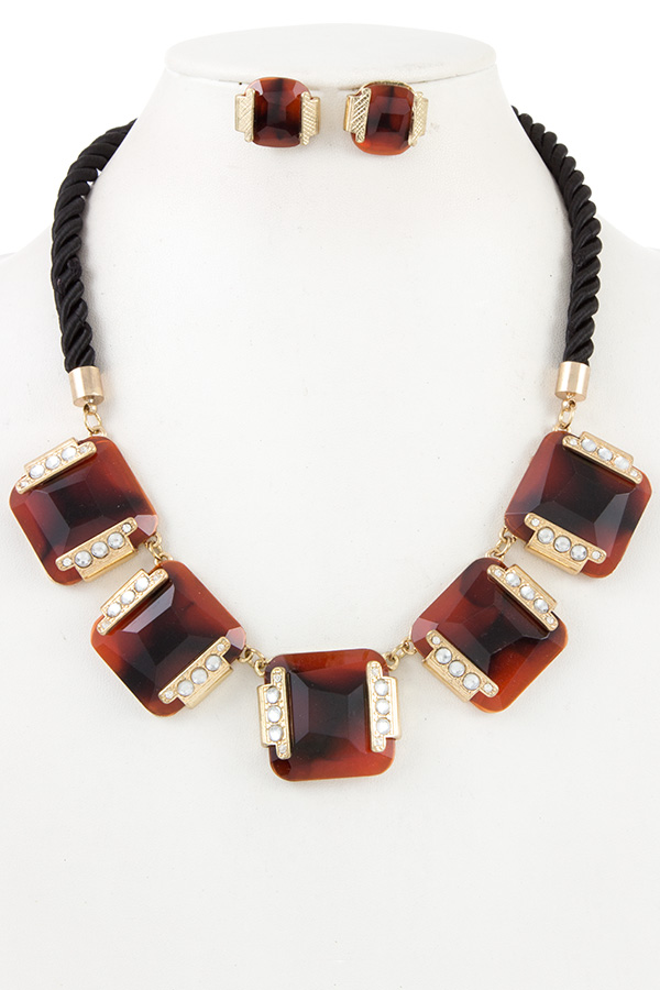 FACETED SQUARE STONE TWISTED ROPE NECKLACE SET