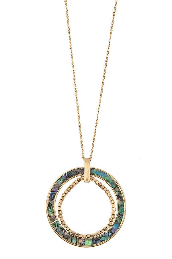 ELONGATED SHELL BEADED CIRCLE PENDANT NECKLACE