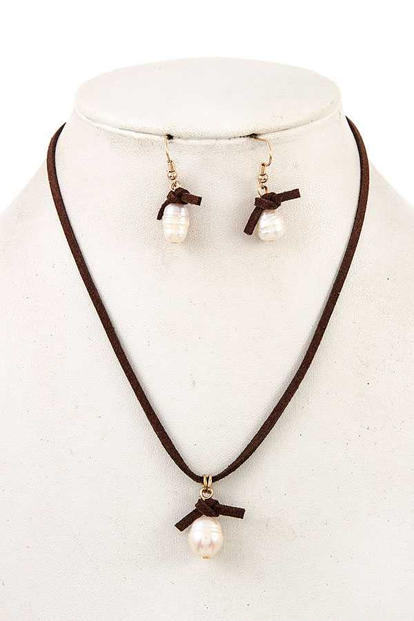 FRESHWATER PEARL PENDANT CORD NECKLACE SET