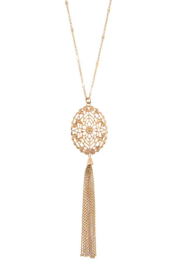 OVAL CUT OUT DETAILED CHAIN TASSEL PENDANT NECKLACE
