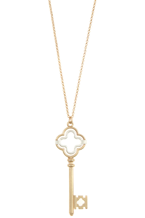 CLOVER CUT OUT KEY PENDANT NECKLACE