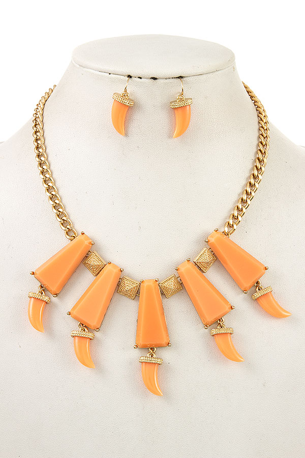 HORN DANGLE LINK BIB NECKLACE SET