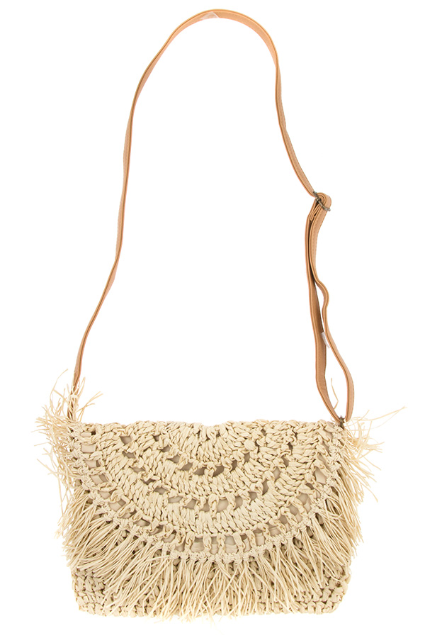 STRAW RAFFIA FRINGE DETAILED SHOULDER BAG