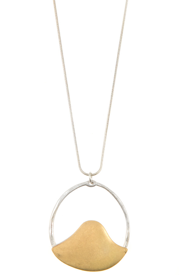 ELONGAETED ROUND ACCENT PENDANT NECKLACE
