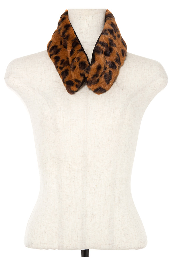 ANIMAL PRINT NECK WARMER