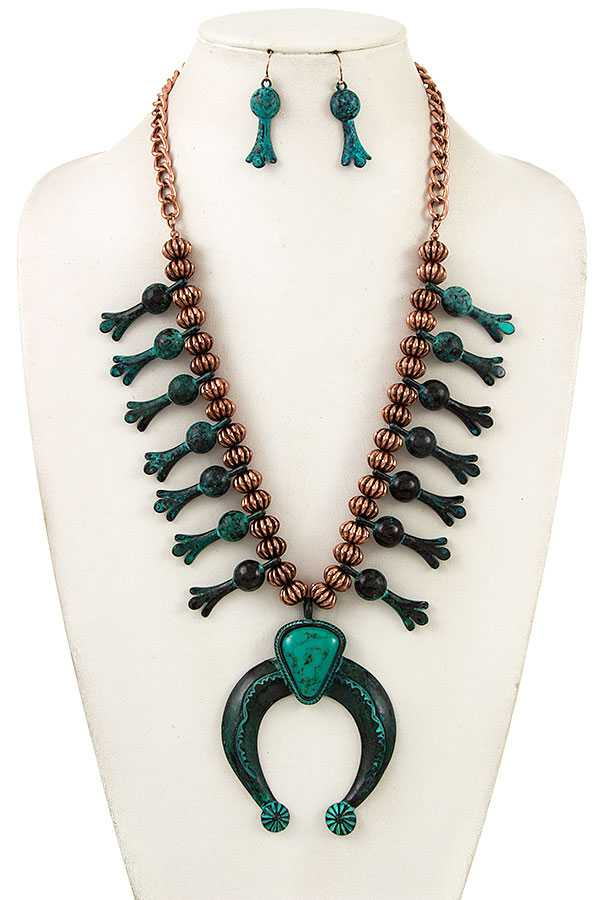 Curved Metal Accent Bib Necklace Set