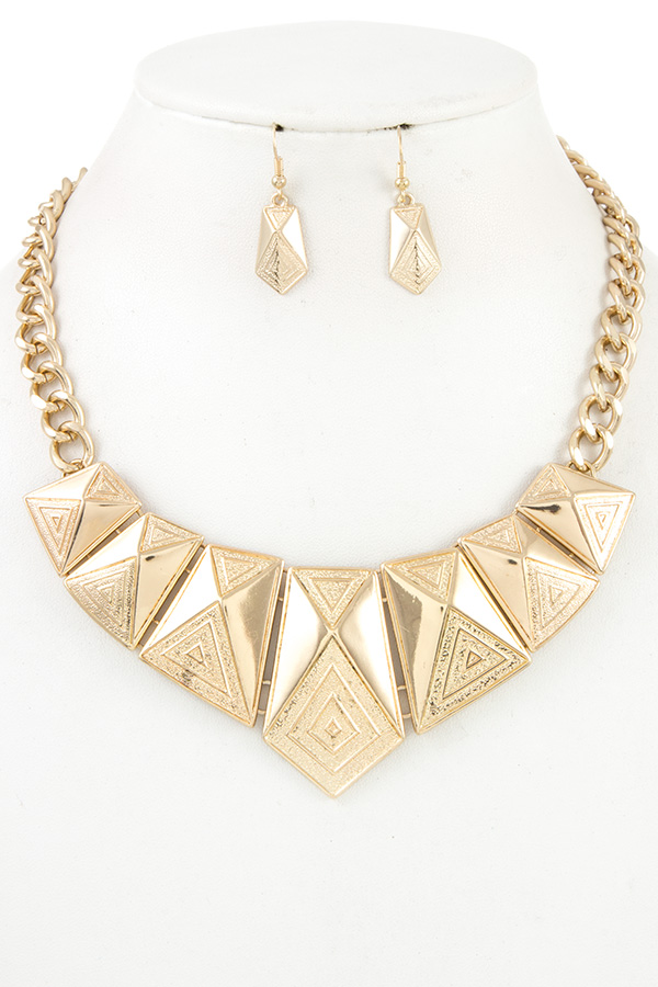 FACETED TRIANGLE METAL LINK BIB NECKLACE SET