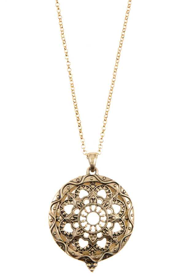 MANDALA CUT OUT MAGNIFY PENDANT NECKLACE