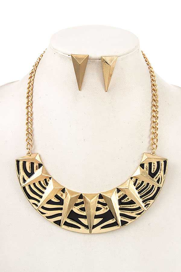 TRIANGLE METAL ACCENT BIB NECKLACE SET