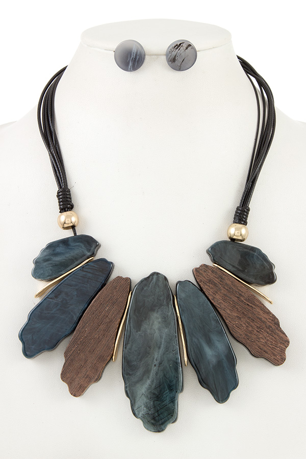 FAUX STONE AND WOOD LINK BIB NECKLACE SET