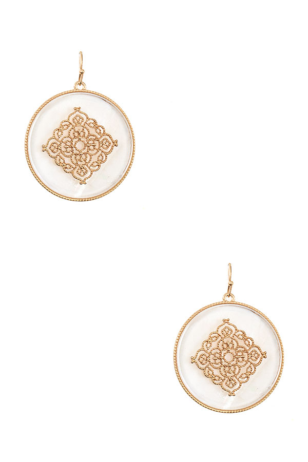 ROUND MOP FILGREE ACCEMT DANGLE EARRING