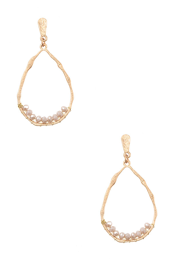 HAMMERED TEARDROP GLASS BEAD ACCENT EARRING