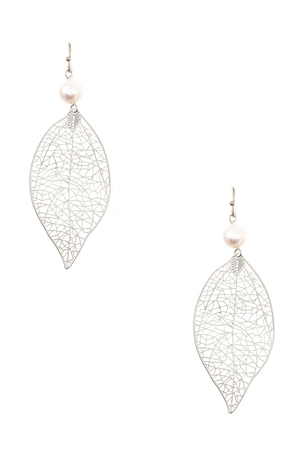 CUT OUT LEAF PEARL ACCENT DROP EARRING