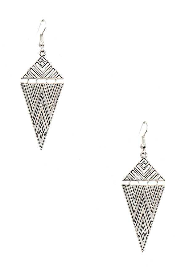 MULTI CHEVRON TRIANGLE LINK PATTERN EARRING