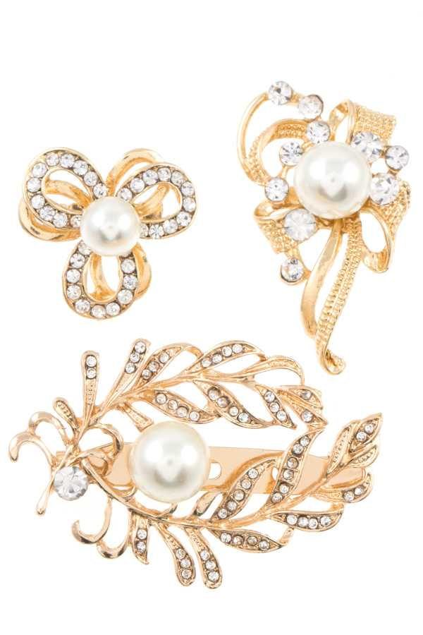 RHINESTONE AND PEARL ORNATE DETAILED BROOCH