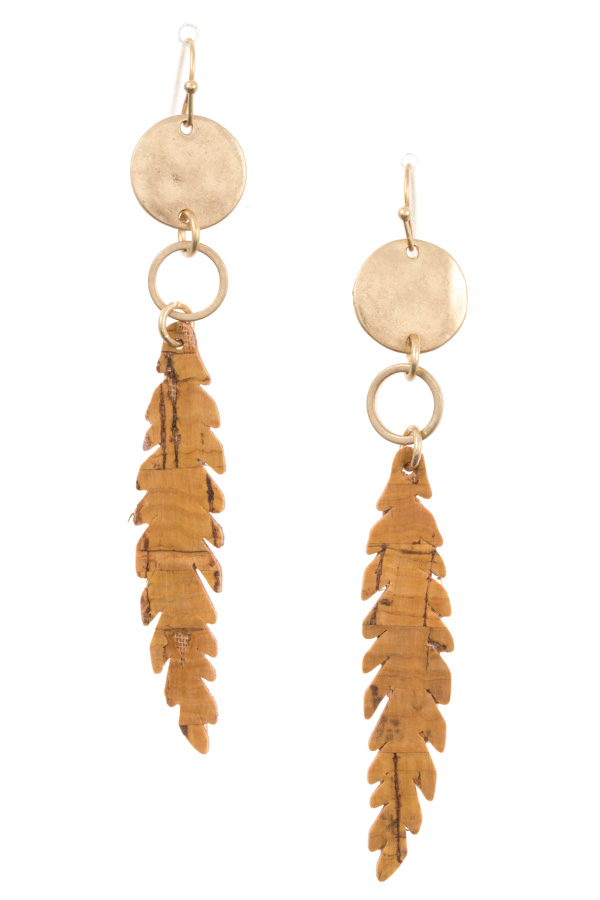 HAMMERED CIRCLE LINK FEATHER EARRING
