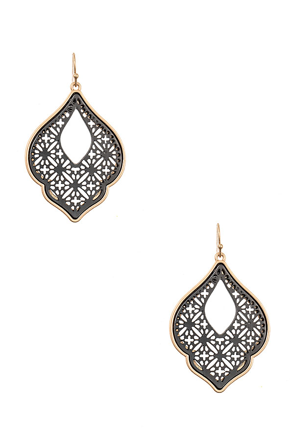 CUT OUT DETAILED EARRING