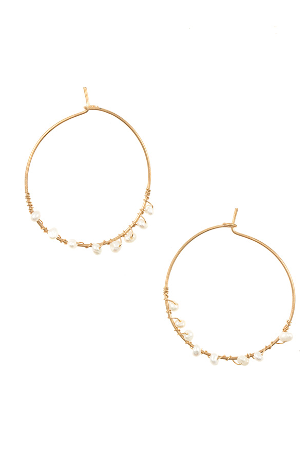 WIRED FRESHWATER PEARL HOOP EARRING