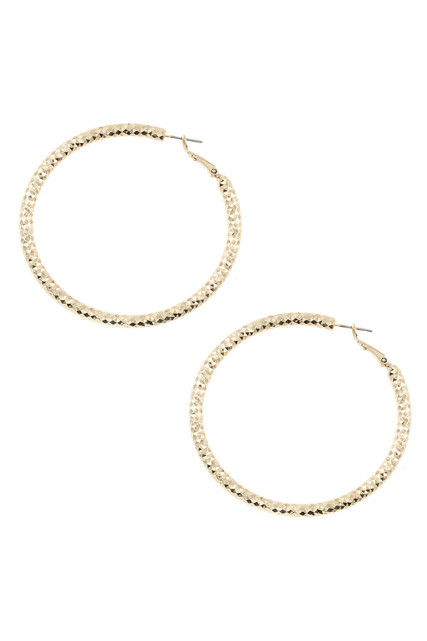 TRIANGLE TEXTURED HOOP EARRING