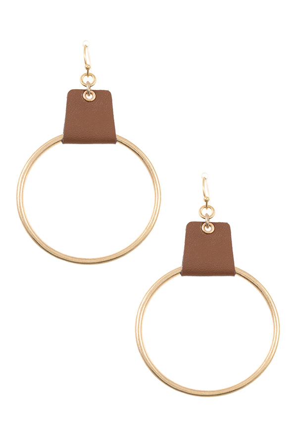 ROUND FAUX LEATHER ACENT LINK EARRING