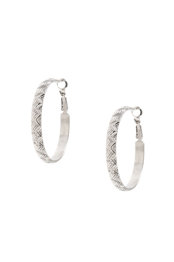 CHEVRON DETAILED HOOP EARRING