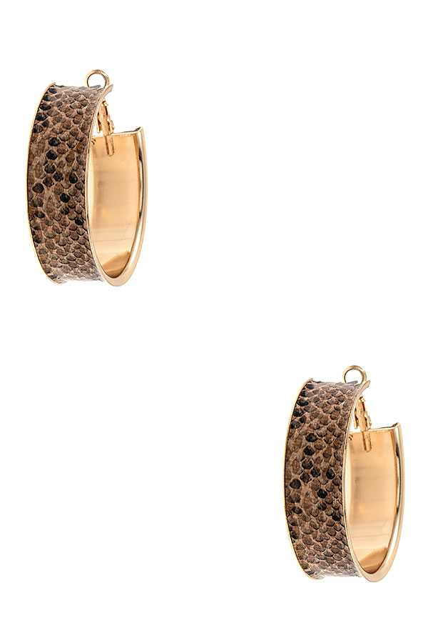 ANIMAL PRINT WIDE HOOP EARRING