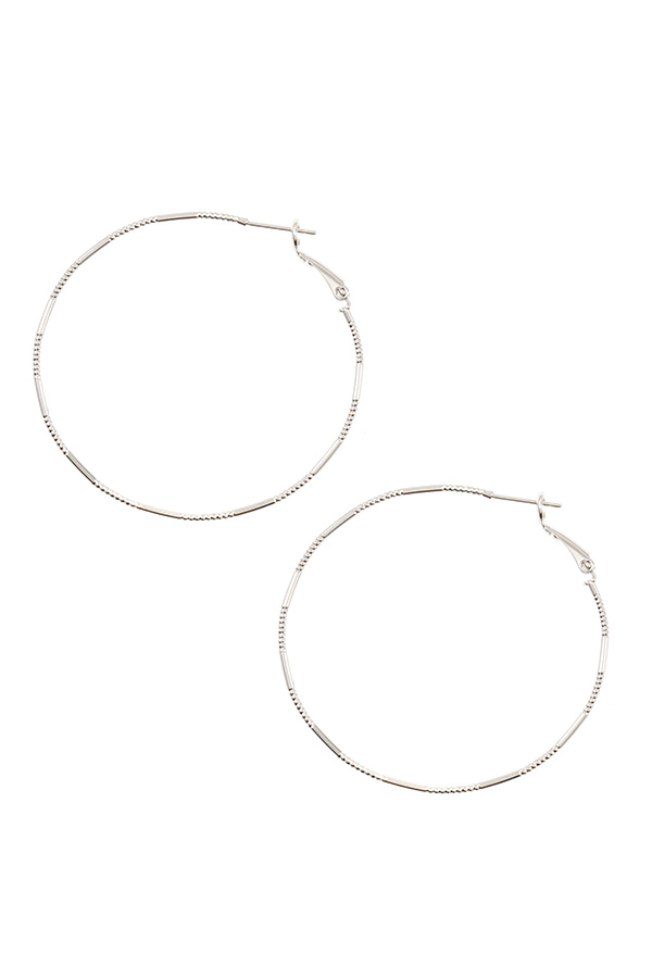 METAL ACCENT STATION HOOP EARRING